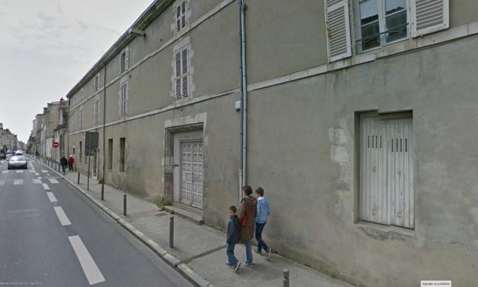 Lieu de l'ancien hospice Saint-Joseph de la Providence, 43 rue Albert 1er.  Aujourd'hui, l'emplacement est occupé par le lycée Fénelon Notre-Dame. (Source : Google StreetView).