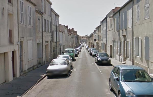 La rue des Fonderies vue de la Place des Cordeliers. (Source : Google Street View, septembre 2012)