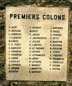 Les noms des premiers colons y sont gravés. (Source : Collection Guy Perron)