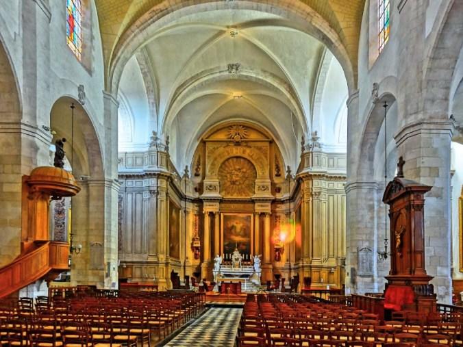 L'intérieur de l'église Saint-Sauveur à La Rochelle. (Source : Patrick Demeyer. Site web : www.panoramio.com)