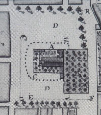 Le prêche (A) de la Villeneuve avait 17 toises de longueur sur 9 de longueur hors œuvre. Il n'était ni tillé, ni voûté et n'avait qu'une simple charpente couverte en tuile creuse. Il y avait joignant, la bibliothèque, le Consistoire et autres bâtiments pour les offices du temple et derrière un bois où était leur cimetière (B). Le tout enceint de bonnes murailles au milieu d'une grande place (D).  (Source : Claude Masse, Recueil des plans de La Rochelle, La Rochelle, éditions Rupella, 1979, feuilles 26 et 76)