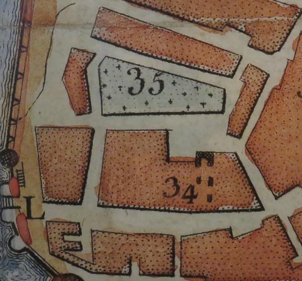 Extrait. Plan de La Rochelle. Emplacement du cimetière de Saint-Jean-du-Perrot. 1573. Le cimetière (35) et les vestiges de l'église Saint-Jean-du-Perrot (34). (Source : Musée maritime de La Rochelle. Photo : Collection Guy Perron)