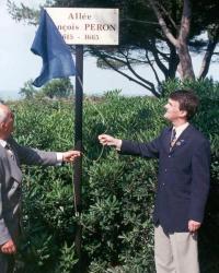 Inauguration de l'Allée François Peron. 5 juillet 1999. (Source : Collection Guy Perron)
