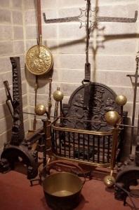 Accessoires de foyer. (Source : www.wikiwand.com)