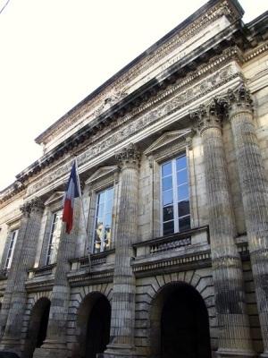 Le Palais de justice actuel. (Source : https://structurae.info/ouvrages/palais-de-justice-de-la-rochelle)