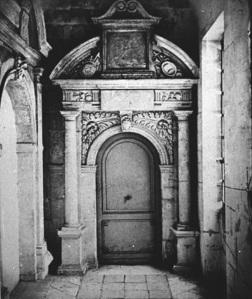 Porte du couloir de la salle des délibérations